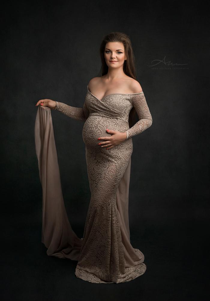 zdjęcia ciążowe w sukni